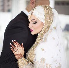 Want surah dua to make someone love you back or dua to marry someone you love then consult with Molvi Abdul Rihab Ji to get wazifa to marry a specific person. Bridal Hijab, Hijab Bride, Pakistani Wedding Dresses, Bridal Dresses, Pakistan Wedding, Muslim Brides, Muslim Couples, Bride Look, Wedding Wear