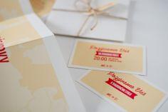 Naozaj netradičný formát svadobného oznámenia. Videli ste už pozvánku vo formáte A3? My nie. A preto sme vytvorili toto veľkoformátové oznámenie, ktorým určite prekvapíte všetkých hostí. Aby sa zmestilo do obálky je poskladané a uviazané poštovým motúzom. Stačí ho už len poslať. Container, Gift Wrapping, Ads, Gifts, Gift Wrapping Paper, Presents, Wrapping Gifts, Favors, Gift Packaging