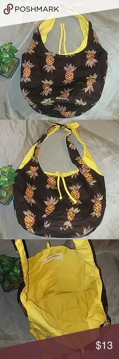 Pineapple tote This soft tote is covered in pineapples! Definitely been used but still in great condition. 8x5x9 Old Navy Bags Totes