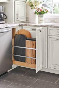Modern Farmhouse Kitchen Organization Ideas – Pickled Barrel Better organization for your modern farmhouse kitchen is just a few clicks away, because these fabulous modern farmhouse kitchen organization ideas are inspiring enough to spur you into action! Old Kitchen Tables, Ikea Kitchen, Kitchen Flooring, Kitchen And Bath, Kitchen Ideas, Kitchen Inspiration, Kitchen Cabinets, Kitchen Drawers, Dark Cabinets