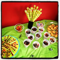 James and the Giant Peach.bug food: grape caterpillars on a stick, celery ants on a log, etc Bug Party Food, Bug Food, Birthday Favors, Birthday Parties, Themed Parties, 4th Birthday, Birthday Ideas, Peach Party, Butterfly Birthday Party