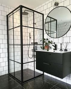 Bathroom Design Luxury, Bathroom Design Small, Modern Bathroom, Industrial Bathroom Design, Small Shower Room, Casa Loft, Black White Bathrooms, Salon Interior Design, Bathroom Design Inspiration