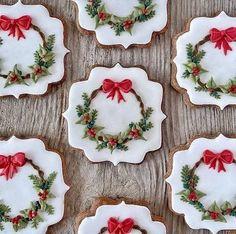 No Bake Sugar Cookies, Fancy Cookies, Iced Cookies, Cute Cookies, Snowflake Christmas Cookies, Christmas Sugar Cookies, Holiday Cookies, Christmas Goodies, Christmas Treats