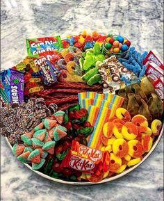 Sleepover Snacks, Movie Night Snacks, Night Food, Party Snacks, Cute Food, Yummy Food, Dessert Platter, Party Food Platters, Junk Food Snacks