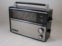 VINTAGE-RADIO-VEF-201-SHORTWAVE-PORTABLE-RADIO-1970