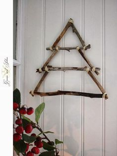 42 Christmas tree ideas from log and branches – Weihnachten – Home crafts Stick Christmas Tree, Wooden Christmas Trees, Christmas Tree Crafts, Rustic Christmas, Xmas Tree, Christmas Projects, Christmas Home, Christmas Tree Decorations, Christmas Wreaths