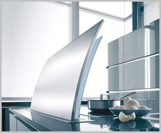 Futura is a revolutionary extractor hood for exclusive high-end kitchens that disappears into the kitchen counter when not in use. Kitchen Hood Design, Kitchen Hoods, Kitchen Pantry, Kitchen Tiles, Best Appliances, Kitchen Appliances, Milan Furniture, Extractor Hood, High End Kitchens