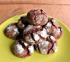 Discover recipes, home ideas, style inspiration and other ideas to try. Fluffy Chocolate Cake, Chocolate Cake Recipe Easy, Chocolate Crinkles, Chocolate Cupcakes, Chocolate Desserts, French Dessert Recipes, Easy Cake Recipes, Cookie Recipes, Sweet Recipes