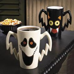 Primitive Halloween Mugs. How one has to smile waking with with one of these… Favorite Holiday, Holiday Fun, Holiday Decor, Holiday Ideas, Halloween Mug, Happy Halloween, Halloween Dishes, Halloween Ideas, Café Chocolate