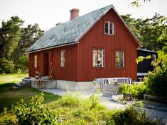 Inspirationsgalleriet – snart tillbaka i uppdaterad form! Modern Wood House, Modern Cottage, Red Houses, Little Houses, Tiny Houses, Style At Home, Scandinavian Cottage, Red Cottage, House Paint Exterior