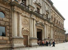El diseno de el palacio de Carlos V fue Pedro Machuca.