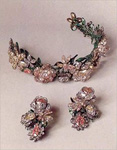 Russian diadem / tiara and earrings  circa 1770. A wreath of roses and bees set with colored diamonds of yellow and pink. The leaves are enameled gold.  Each element of the wreath is reversible for versatility, and can be divided into 7 pieces. (from Munn's tiaras a history of slendour)