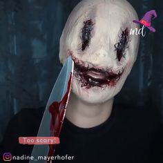 This Halloween 👻 idea 💡 is sick but question how would you breath in this and how do u see through it and u would litterally make kids faint lol. Comment and answer these questions Halloween Makeup Clown, Amazing Halloween Makeup, Halloween Makeup Looks, Clown Makeup, Sfx Makeup, Cosplay Makeup, Costume Makeup, Creepy Makeup, Horror Makeup