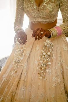 A Whimsical Destination Wedding With Breathtaking Jewellery And A Bridal Lehenga To Die For Cute Prom Dresses, Plus Size Prom Dresses, Indian Wedding Planning, Indian Weddings, Real Weddings, Bridal Chuda, Seashell Jewelry, Gold Jewelry, Wedding Scene
