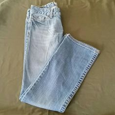 Aeropostale boot cut chelsea jeans !!! Great condition very cute !!!make offers !! Aeropostale Pants Boot Cut & Flare