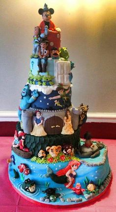 A Disney Cake that mixes the most common movie themes into it
