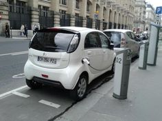 By Kevin Benoit @Kevin_Bnt Est-ce que la recharge de voitures extérieures est autorisée @autolib' ?
