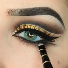 Makeup Looks Discover Gold Eye MakeUp Tutorial Gold Eye MakeUp Tutorial Yellow Eye Makeup, Gold Eye Makeup, Makeup Eye Looks, Eye Makeup Steps, Colorful Eye Makeup, Beautiful Eye Makeup, Smokey Eye Makeup, Eyeshadow Looks, Eyebrow Makeup