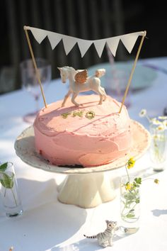 Horse birthday cake #birthdaycake #horsecake #bunting