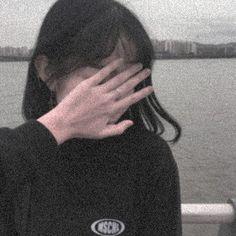 Gray Aesthetic, Korean Aesthetic, Bad Girl Aesthetic, Aesthetic Photo, Aesthetic Pictures, Shadow Photos, Ulzzang Korean Girl, Cute Girl Face, Foto Instagram