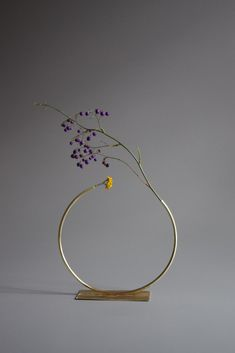 Vases – Home Decor : anna varendorff brass vase 9 – almost a circle. -Read More – Ikebana, Moderne Pools, Home Decoracion, Arte Floral, Interior And Exterior, Interior Design, Floral Arrangements, Home Accessories, Floral Design
