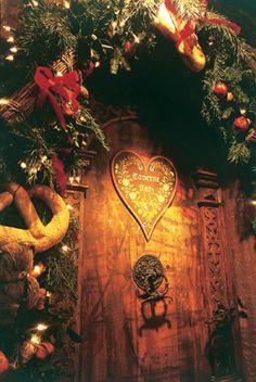Porte décorée pour Noël en Alsace