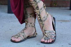 Knee-high gladiator sandals http://www.collegefashionista.com/what-to-wear-weekend-wear-851/ #CollegeFashionista @cfashionista @orlaigvaina