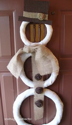 Burlap Snowman- cute! This could easily be a great DIY Christmas gift for my sweet mother:)