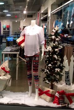 Fun Fashions Bay Centre  Christmas 2016 funfashions.com PropaganZa Visual Display & Design Visual Display, Display Design, Christmas Window Display, Christmas 2016, Centre, Cool Style, Fun, Fashion, Style Fashion