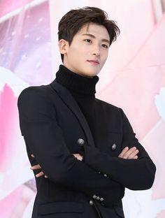 Park Hyung Sik...got DAM he fine!!