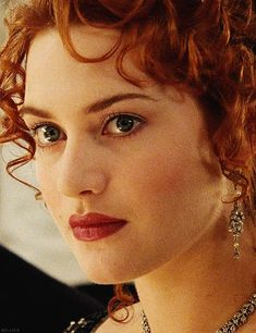Embrace your pale skin and natural beauty! Kate Winslet as Rose in 'Titanic', 1997 looks stunning with very little makeup and beautiful fair skin. Titanic Rose, Rms Titanic, Kate Winslet And Leonardo, Titanic Kate Winslet, Leo And Kate, Natural Eyes, Natural Makeup, Natural Beauty, Rose Hair