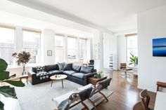 Atop the historic Forward Building in the Lower East Side, Homepolish's Jesse Turek designed a decidedly modern and minimalist bachelor pad, overlooking the hustle and bustle of the city.