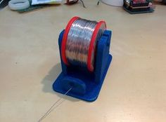 A basic solder stand for narrower reals. The weight of the reel keeps it in place and the slight rounding on the support bar means it works surprisingly well. The only thing its missing is tensioning on the solder so it doesn't come of the reel 3d Printer Designs, 3d Printer Projects, 3d Projects, Diy Electronics, Electronics Projects, Modele Impression 3d, Useful 3d Prints, Atelier Creation, 3d Templates