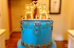 The party continues. There are more tree people. A blue cake with elephants kissing... Read more and join in at: http://www.allaboutthetea.com/2014/08/11/game-of-crowns-recap-and-the-oscar-goes-to-episode-6/