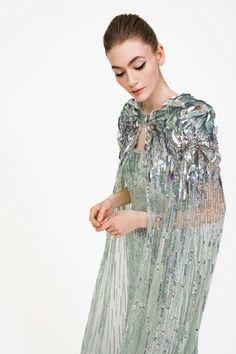 Jenny Packham, Runway Fashion, Fashion News, 2010s Fashion, Modern Fashion, Couture Fashion, Fall Fashion, Powder Blue Gown, Photo Glamour