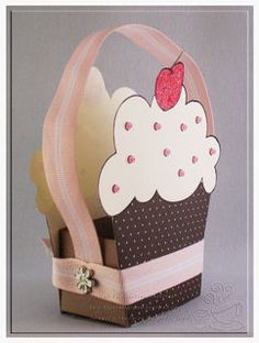 Altered Item Thursday: From a Stamp to a Box Cupcake Style! Cupcake Card, Cupcake Boxes, Diy Cupcake, Paper Purse, Paper Crafts, Diy Crafts, Pretty Box, Craft Bags, Gift Packaging