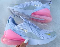 Aug 2019 - Swarovski Nike Air Max Chaussures 270 Blinged Out avec des Bling Nike Shoes, Cute Nike Shoes, Swag Shoes, Cute Nikes, Cute Sneakers, Nike Air Shoes, Jordan Shoes Girls, Girls Shoes, Nike Max