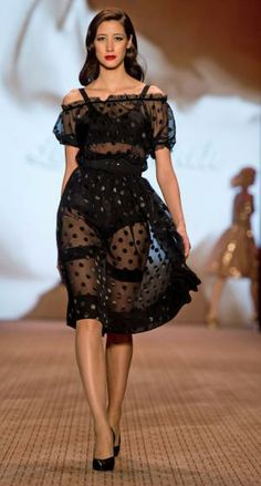 Das erste Highlight auf der Berlin Fashion Week 2014: Die Show der Steirer Designerin Lena Hoschek. Mehr dazu hier: http://www.nachrichten.at/nachrichten/society/Berliner-Modewoche-mit-Steirerin-Lena-Hoschek-gestartet;art411,1278815 (Bild: epa)
