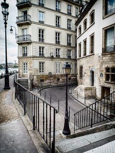 Paris, rue des Ursins, rue des Chantres by Aurélien Calonne
