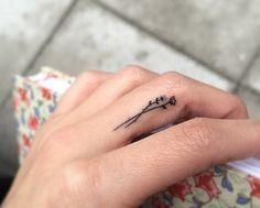 tatouage doigt petit tatouage discret idée tatouages