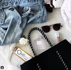 Mamma handbag essentials via lovedbyemily Make sure that you pack a bottle of aquamamma to keep you hydrated during the day. Electrolyte Drink, Healthy Drinks, Breastfeeding, Pregnancy, Essentials, Bottle, How To Make, Baby Feeding, Breast Feeding
