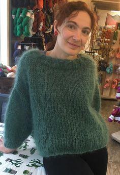Crochet Stitches Free, Knit Crochet, Knit Fashion, Knitting Projects, Chiffon, Turtle Neck, Couture, Fabric, Sweaters