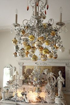 christmas-chandelier-classic-style-gold-and-silver-ornaments