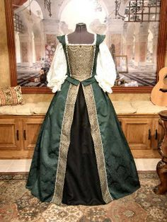 Renaissance Damask Court gown, a friend makes these awesome gown. Impeccable attention to detail and finely crafted. Mode Renaissance, Renaissance Fair Costume, Renaissance Clothing, Renaissance Fashion, Historical Clothing, Old Dresses, Pretty Dresses, Beautiful Dresses, Linen Dresses