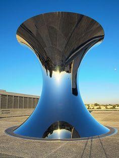 'Turning the World Upside Down' by Anish Kapoor Sculpture - Israel Museum - Jerusalem, Israel deze vind ik zoooo mooi Indian Contemporary Art, Contemporary Sculpture, Contemporary Artists, Modern Art, Contemporary Design, Anish Kapoor, Land Art, Abstract Sculpture, Sculpture Art