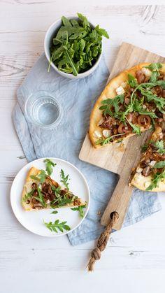 #pizza #pizzainspiratie #pizzagerecht #pizzametkaas #geitenkaas #rucola #heerlijkrecept #kookinspiratie #italiaans #kaas #kaas.nl #pizzaideas #pizzawithcheese #goatcheesrecipe #goatcheese #recipeideas #recipeinspiration #cheeseinspiration #delicious #italianfood Vegetable Pizza, Vegetables, Drinks, Food, Meal, Eten, Vegetable Recipes, Drink, Meals