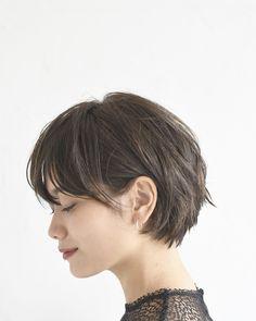 Messy Short Hair, Asian Short Hair, Medium Short Hair, Short Straight Hair, Short Hair With Bangs, Short Hair Cuts, Medium Hair Styles, Modern Short Hairstyles, Tomboy Hairstyles