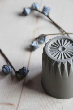 Die derzeitige Kollektion an handgefertigter Keramik und Porzellan.