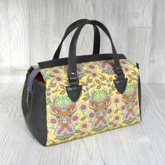 Louise is a stylish and unique take on the timeless barrel bag. The extra long zipper opens wide for easy access and gives the bag its classic shape by snapping to the sides. One interior pocket holds any small items and the pattern includes an optional shoulder strap in addition to the handles. Instructions are included for using both vinyl and woven fabrics.