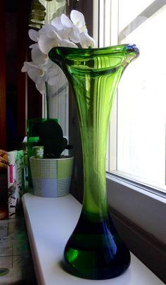 Mikko Helander. Kalla-maljakko. Humppilan lasi. Cut Flowers, Ikebana, Things To Buy, Flower Arrangements, Glass Art, New Homes, Vase, Finland, Designers